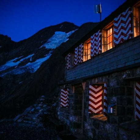 Frundenhutte at night