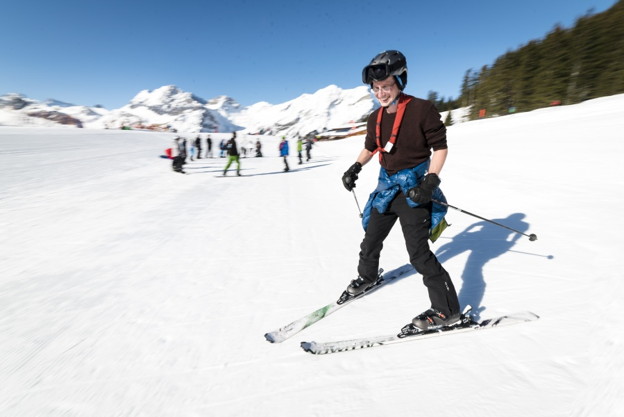 Group Ski / Snowboard Lesson - Kandersteg 0