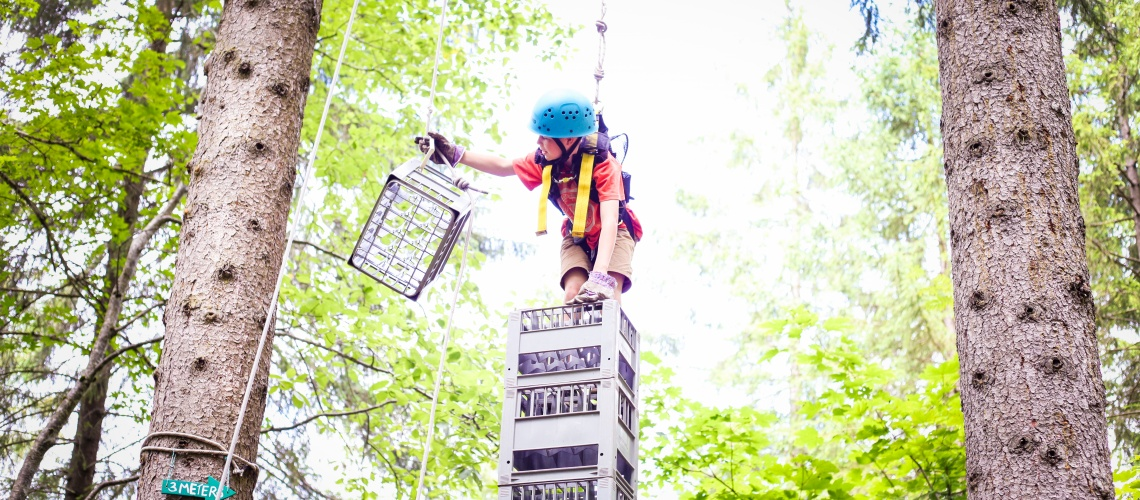 Scouts crate stacking